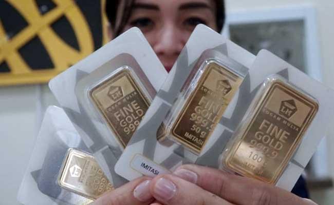 Harga Emas Anjlok Tengah Pembukaan