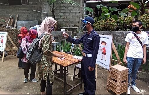 Polri Berikan Edukasi Warga soal Protokol Kesehatan di Tempat Wisata