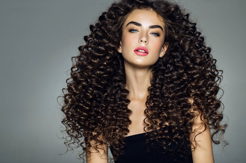 Referensi Banget Gaya Kece Untuk Rambut Keriting